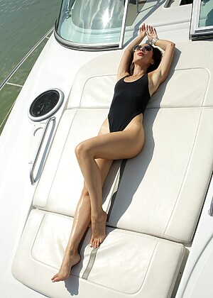 Adulttime Lilu Moon Babesnetworking Boat Tight