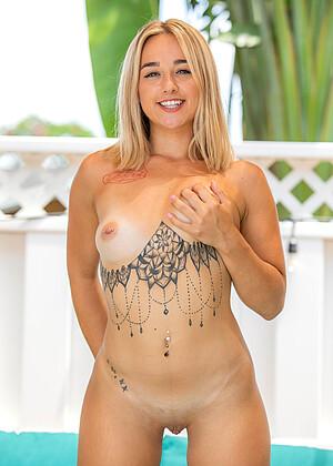 Cooper nackt Bella  Bella Cooper
