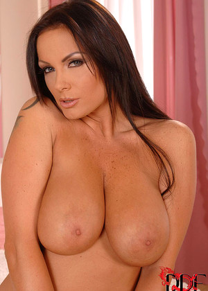 Ddfbusty Sheila Grant Pelle Nude Model Photo Big Labia