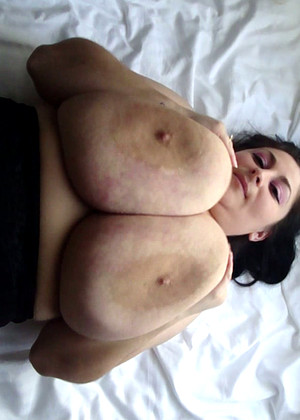 Divinebreasts Divinebreasts Model Flexible Real Tits Deemobi