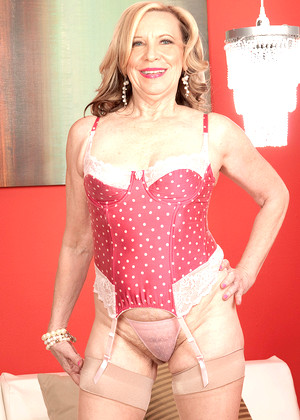 Milf Bundle free sex photos