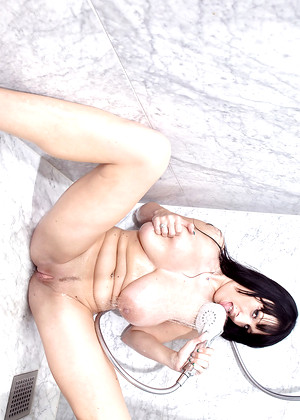 Youngbusty Bea Summer Xart Shower Affect3d