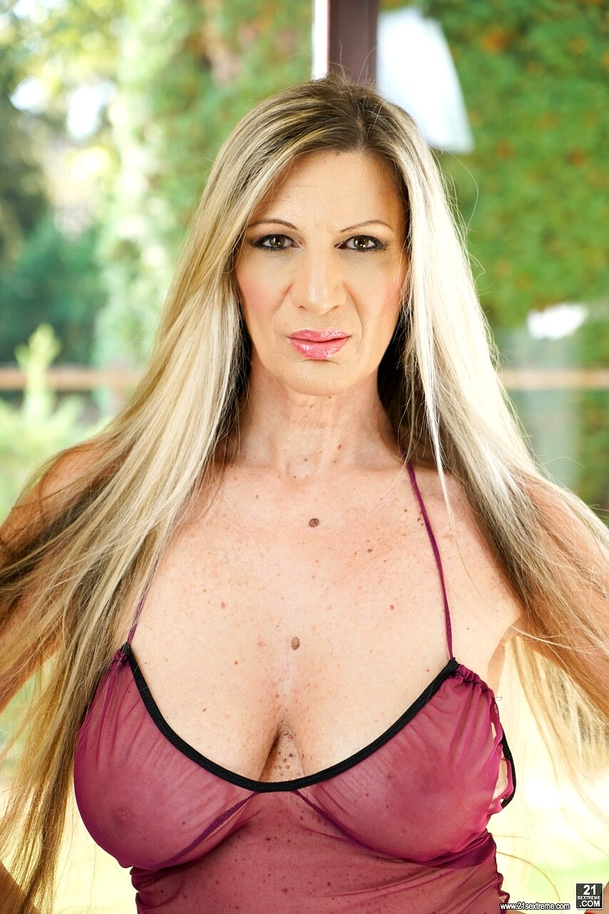Elsa Krasova Photo Gallery - Free Sexs 21 Pictures