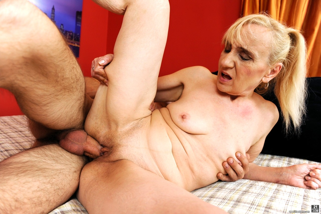 Husband sharing his hot wife with bbc - 2 9