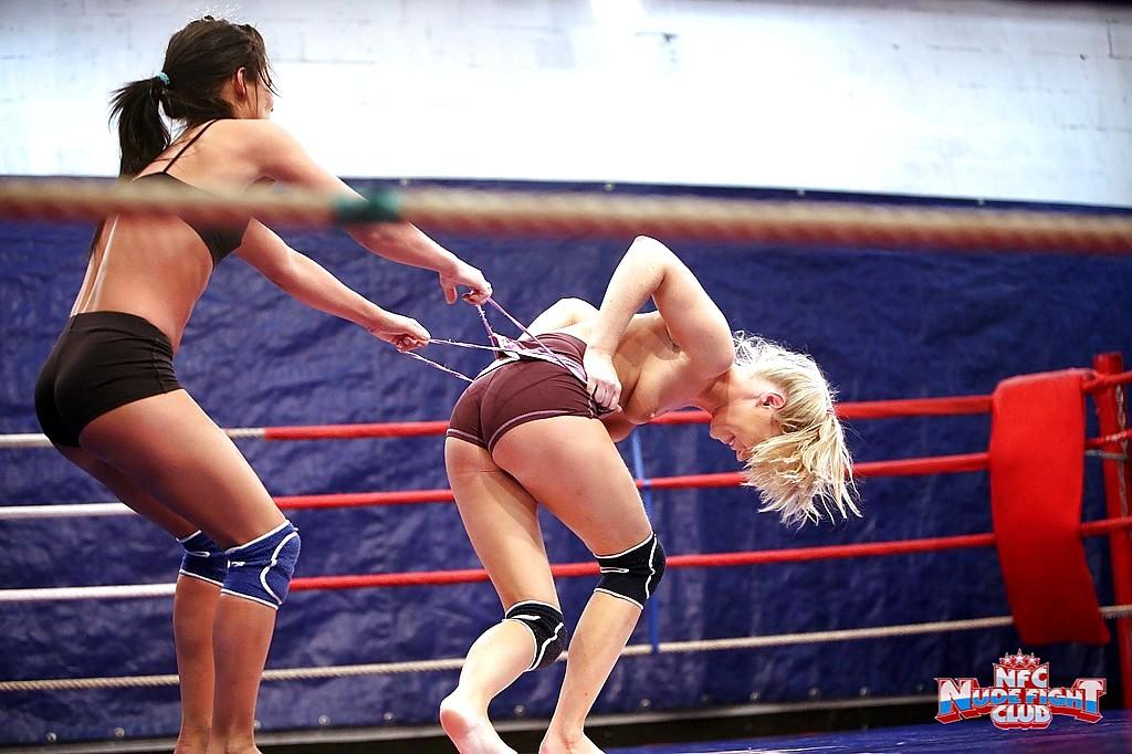 Naked women wrestling pics
