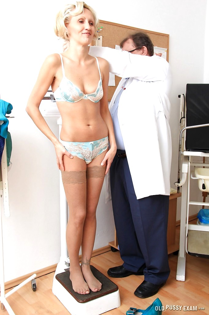 Nackt mature pussy Housewife: 25,689